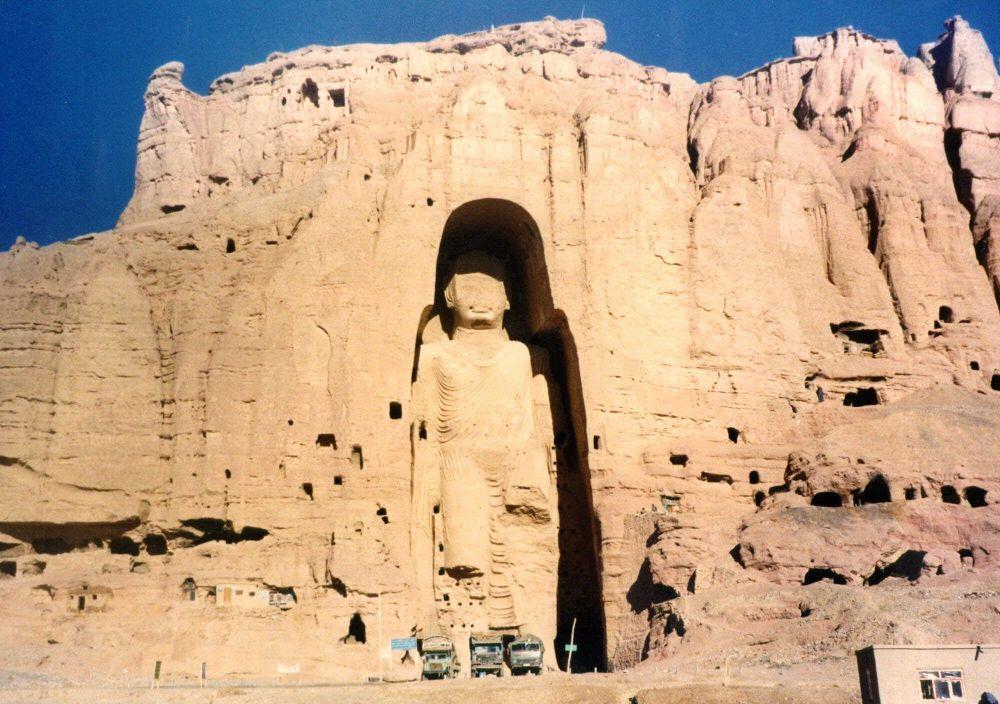 1040922469 - صورة قديمة من تمثال بوذا في باميان