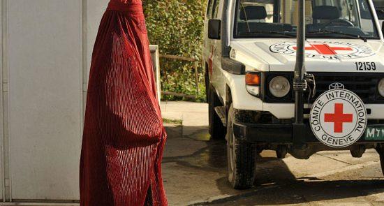 الصليب الأحمر 550x295 - الصليب الأحمر: أعداد الضحايا بين صفوف المدنيين مازالت كبيرة للغاية