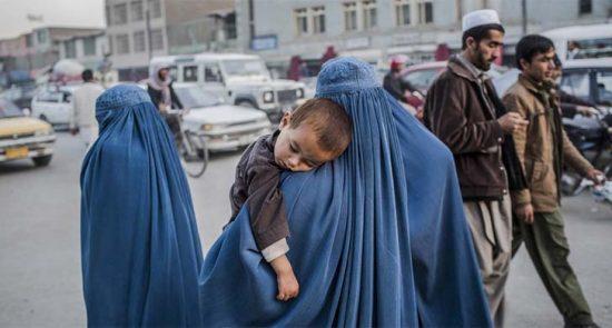 زن 1 550x295 - لاتزال النساء الأفغانيات تتعرض للظلم في أفغانستان