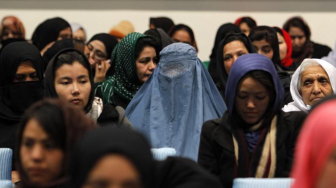 زن - بعض المواطنين نصفهم النساء الأفغانيات يرغبن في مغادرة أفغانستان