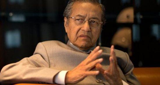 mhatir mhamad kejrkj354 550x295 - استقالة مهاتير محمد من رئاسة وزراء ماليزيا