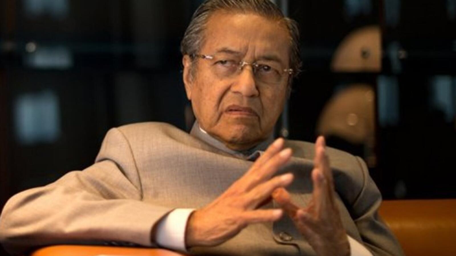 mhatir mhamad kejrkj354 - استقالة مهاتير محمد من رئاسة وزراء ماليزيا