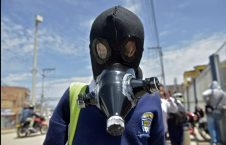 226x145 - طالب كولومبي يرتدي قناعا للوقاية من عدوى فيروس كورونا في سوتشا