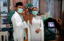 "580 3 226x145 - عروسان إندونيسيان يقيمان زفافهما ""أون لاين"""