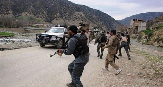 هجوم لطالبان يودي بـ16 جندي أفغاني 550x295 - إستمرار هجمات طالبان على القوات الأمنية..مقتل 8 حراس أمنيين