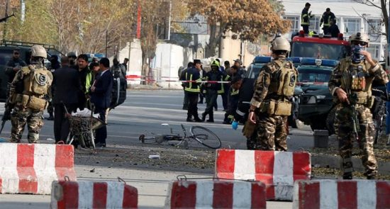 f04ca026ca5949c3ba7c1df276e6e81e 18 550x295 - Kabul: Suicide bomber targets protesters demanding security
