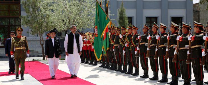 جمهور رئیس غني د پاکستان لومړي وزیر سره په کتنه کې: د دواړو هېوادونو د مشرانو تصامیم د راتلونکو نسلونو ژوند او سوکالي خوندي کولای شي