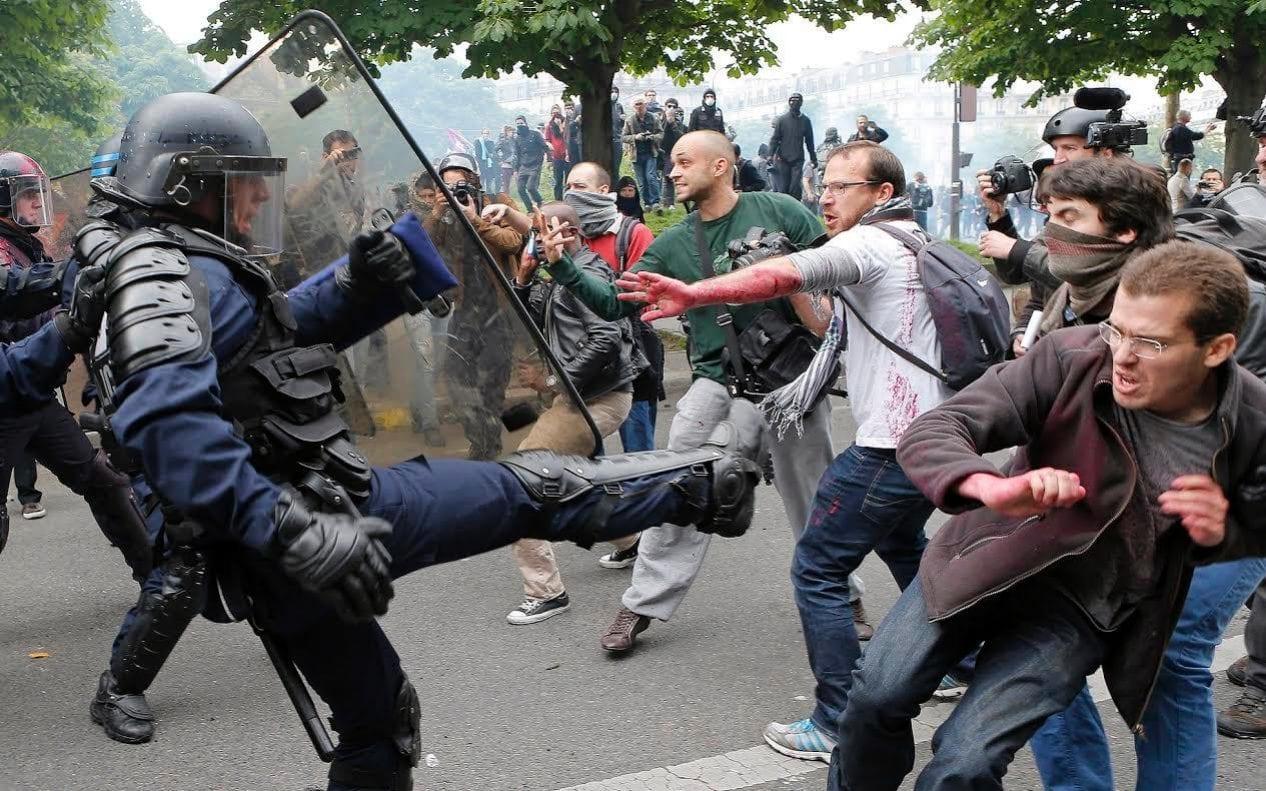 دفرانسې پولیسو په مظاهره چیانوکی د زهرجنو ګازونه کارول