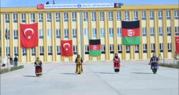 د افغان ترک ښوونځي یوې فارغې د هېواد په کچه ډېرې نمبرې اخیستې دي.