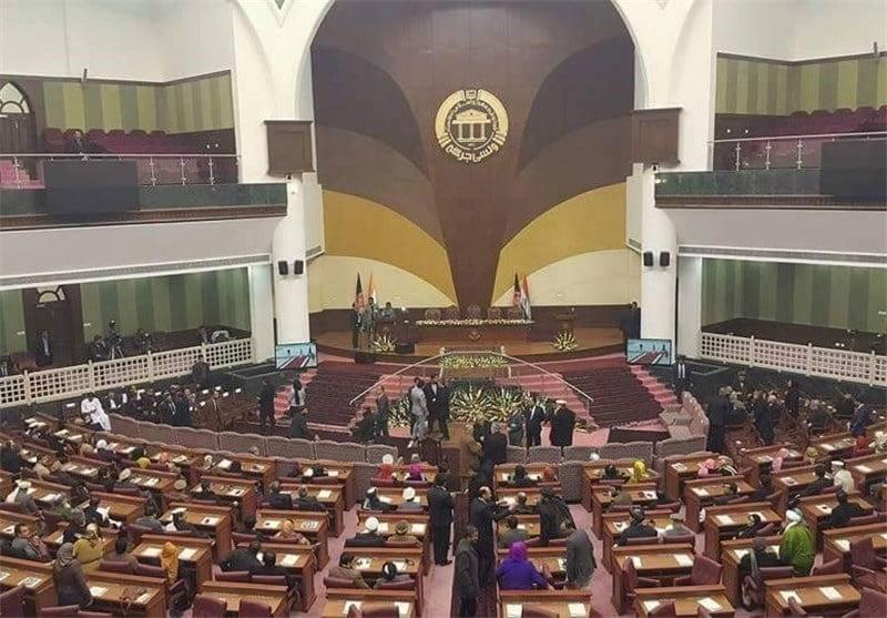 پارلمان باید د سولې خبرې جدي وڅاري