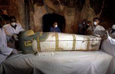 انځورونه/ په مصرکی دیوه مومیایی شوی دری رزه کلن ښځه