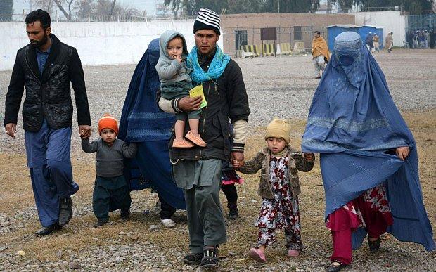 بهرنیوهیوادونوکې بند پاتې ۱۰ زره افغان کډوال بېرته هېواد ته را ستانه کړل