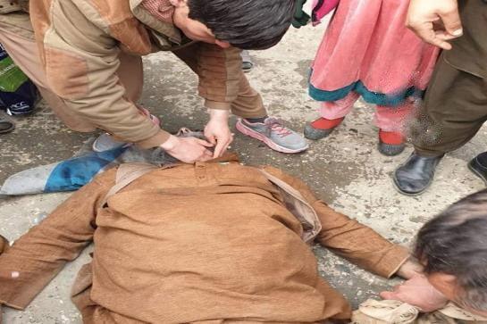 د پاکستان د وېزو د ګڼې ګوڼې له امله يو سپين ږيرى ومړ