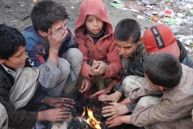 په افغانستان کې ۳.۸ میلیونه یې ماشومان دي بېړنیو مرستو ته اړتیا لري.