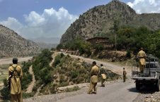 د پاکستان پر پوځي پوستو د وسله والو لخوا برید