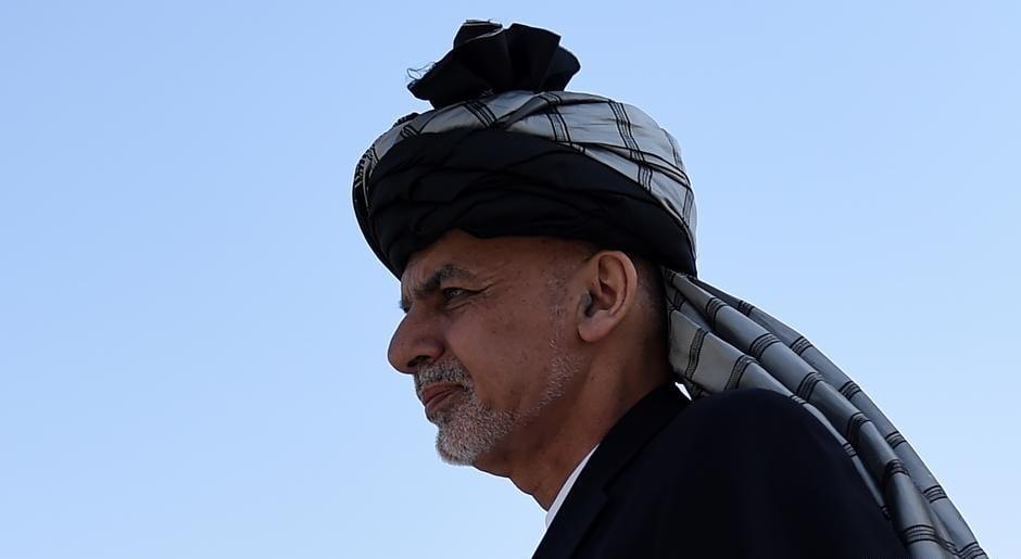 د افغان سفیر له ژبې څخه د اشرف غني د تېښتې جزیات