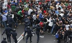 اسپانیایی - 14 زخمی در ضرب و شتم شدید تظاهراتکنندگان اسپانیایی