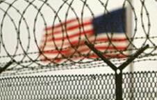 اعتصاب غذاي زندانيان گوانتانامو در اعتراض به دهمين سالگرد تاسيس اين زندان 226x145 - زندانی انگلیسی گوانتانامو راهی سوریه شد!