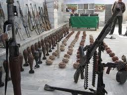 تحویل دهی بیش صد میل سلاح به برنامه دایاک - کشف یک مخفیگاه سلاح و مهمات تروریستان در ولایت ننگرهار