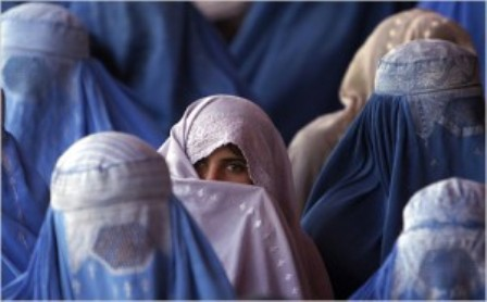 زنان3 - بسته های صحی برای زنان و اطفال بی سرپرست توزیع شد