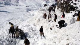 چهل و پنج تن دراثر سرازیر شدن برفکوچ در نورستان جان باختند - مسدود شدن شاهراه کابل- غور در اثر ریزش برف شدید