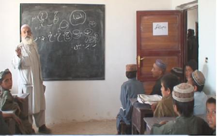 کودکان منطقه سرخ دوز در ولایت هلمند، پس از هشت سال به مکتب رفتند - اعمار 4 باب مکتب درشهر شبرغان