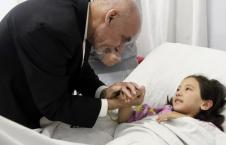 عیادت 226x145 - عیادت رئیس جمهور از مجروحین حادثه زیارتگاه سخی