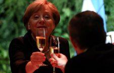 مشروب خوری انگیلامیرکل صدراعظم جرمنی در بوینس آیرس آرجنتاین