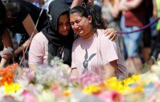 گریه برای قربانیان حمله منچستر