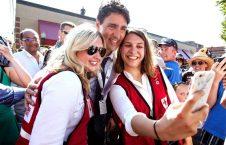 سلفی گرفتن کارمندان صلیب سرخ کانادا با نخست وزیر این کشور