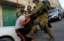 حمله عسکر اسراییل به فرد در حال نماز