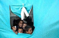 کلاسی در خیمه برای بیجا شده گان جنگی در شهر البیاده سوریه