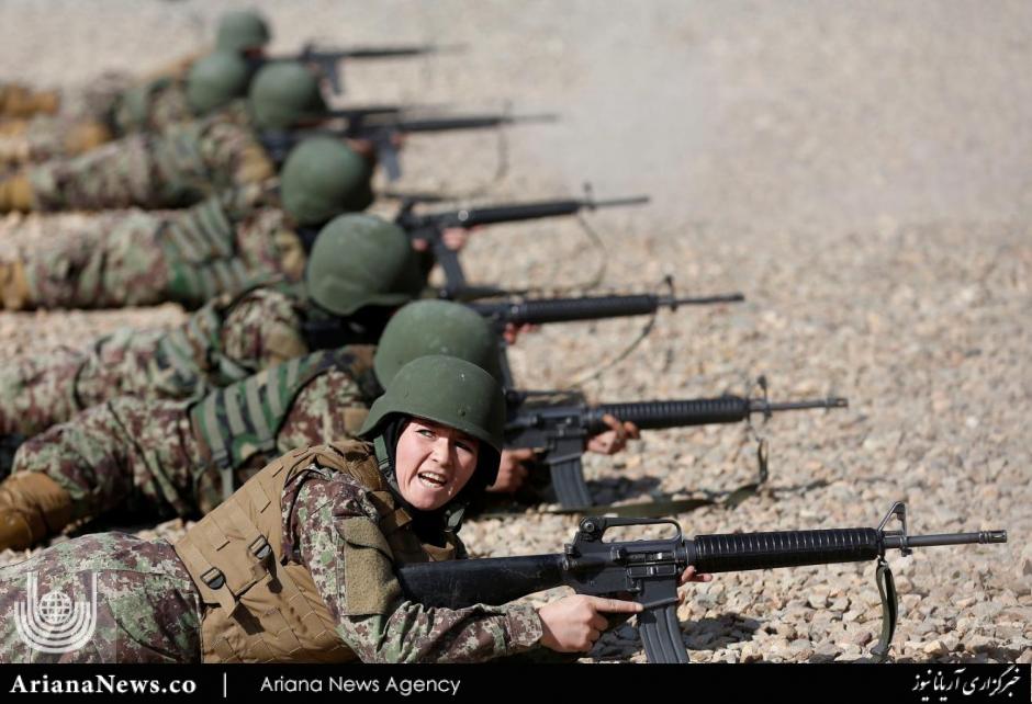 زن نظامی