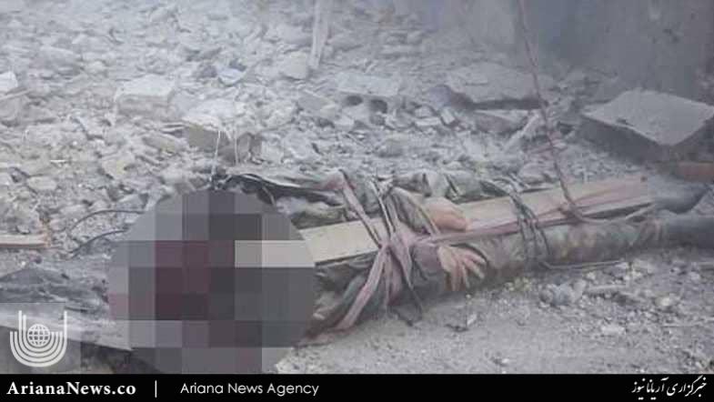 اعدام داعش 3 - تصاویر/ اعدام وحشیانه یک افسر سوری توسط داعش (18+)
