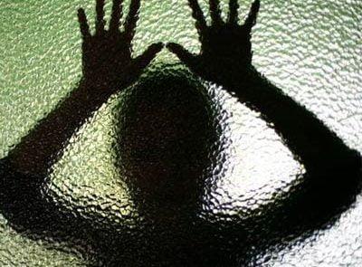 تجاوز 4 400x295 - تجاوز جنسی پدر و 2 پسر هندی بالای دختر 9 ساله شان