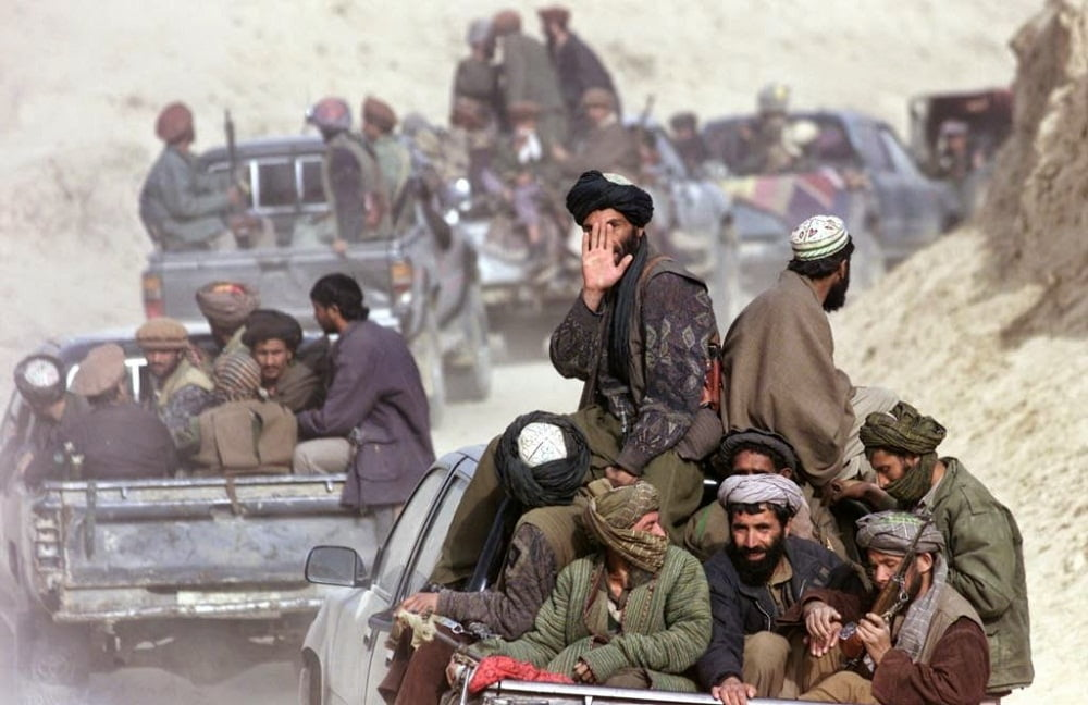 طالبان 4 - غارت 22 موتر باربری توسط طالبان؛ افزایش ناامنی ها در شاهراه شبرغان-مزار