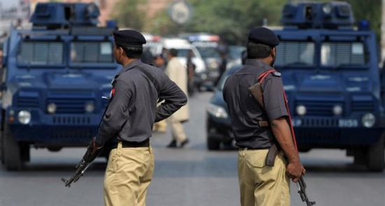 پولیس پاکستان 550x295 - آیا شکنجه توسط پولیس پاکستان غیرقانونی اعلام خواهد شد؟