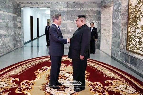 کیم جونگ اون و مون جائه این 1 - تصاویر/ دیدار مجدد رهبرای کوریای شمالی و کوریای جنوبی