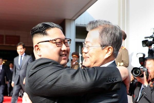 کیم جونگ اون و مون جائه این 2 - تصاویر/ دیدار مجدد رهبرای کوریای شمالی و کوریای جنوبی
