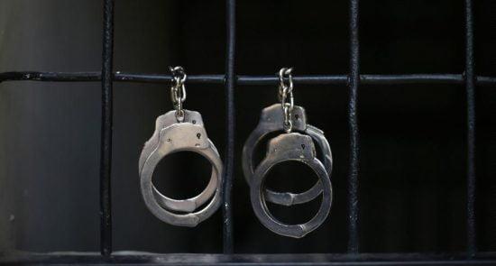 دستگیر 550x295 - جزییات دستگیری یکی از طراحان حمله تروریستی بر پوهنتون کابل در ننگرهار