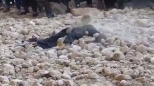.jpg - قتل بی رحمانه یک مرد توسط داعش در جوزجان + عکس