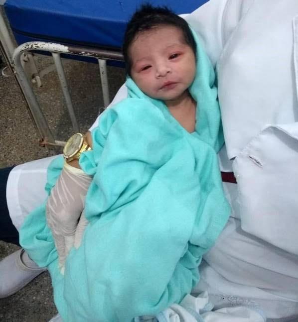 4 - طفل تازه ولادت یافته ساعت ها بعد از دفن زنده شد! + تصاویر