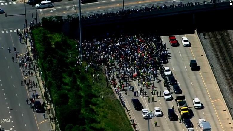 تظاهرات شیکاگو 2 - تصاویر/ تظاهرات مردم امریکا علیه خشونتهای مسلحانه