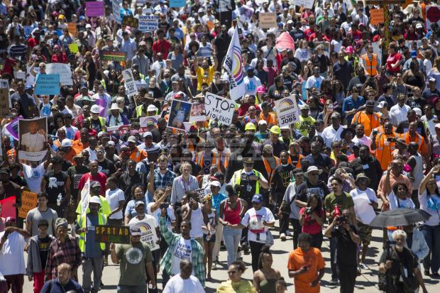 تظاهرات شیکاگو 4 - تصاویر/ تظاهرات مردم امریکا علیه خشونتهای مسلحانه