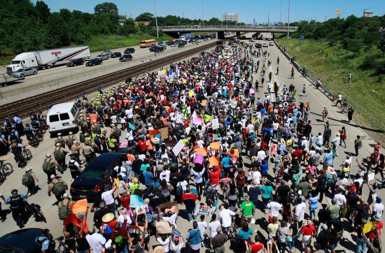 شیکاگو 5 - تصاویر/ تظاهرات مردم امریکا علیه خشونتهای مسلحانه
