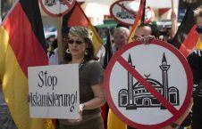 ضد اسلام 226x145 - تظاهرات مسالمت آمیز موافقان و مخالفان مسجد در جرمنی!