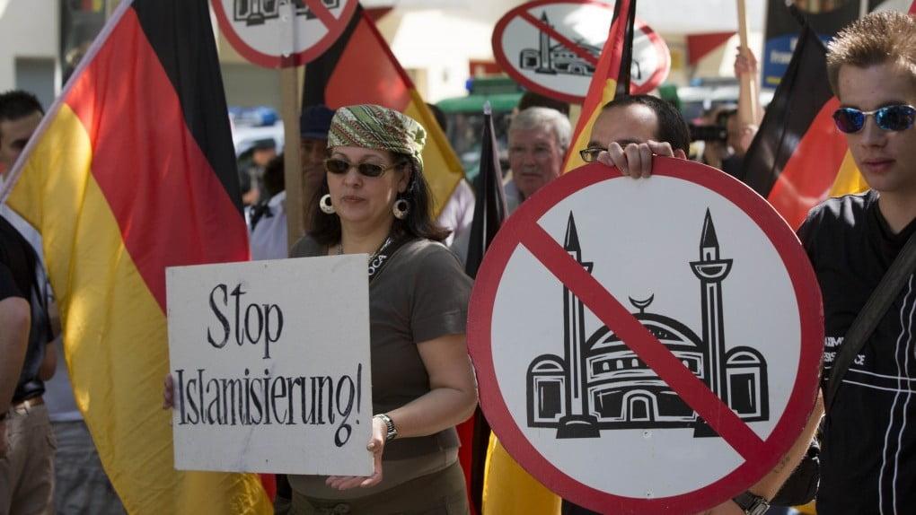 اسلام - تظاهرات مسالمت آمیز موافقان و مخالفان مسجد در جرمنی!