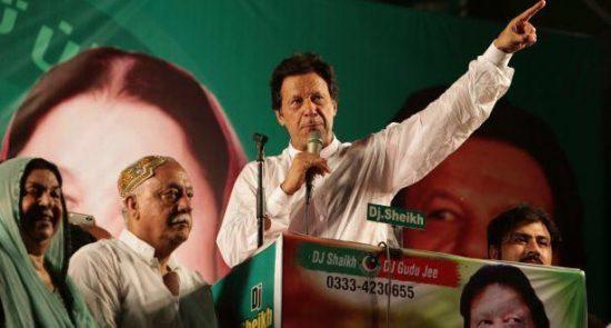 عمران خان 4 550x295 - اولین نطق ضد استعماری عمران خان: امریکا را از افغانستان اخراج کنید!