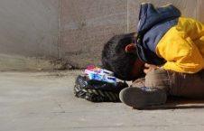 فقر 226x145 - آیندۀ سیاه کودکان کار افغان در چنگال شوم مفسدان