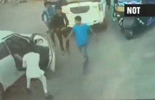 لت کوب مرد پسر سیاستمدار هندی 226x145 - ویدیو/ لت و کوب شدید یک مرد توسط پسر سیاستمدار هندی